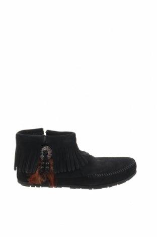 Γυναικεία μποτάκια Minnetonka, Μέγεθος 38, Χρώμα Μαύρο, Φυσικό σουέτ, Τιμή 34,39€