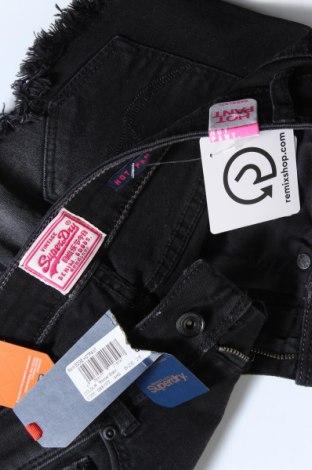 Γυναικείο κοντό παντελόνι Superdry, Μέγεθος S, Χρώμα Γκρί, 99% βαμβάκι, 1% ελαστάνη, Τιμή 15,30€