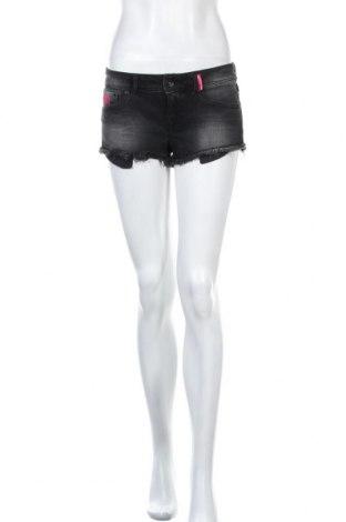 Γυναικείο κοντό παντελόνι Superdry, Μέγεθος M, Χρώμα Γκρί, 99% βαμβάκι, 1% ελαστάνη, Τιμή 15,30€