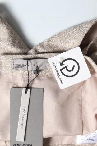 Дамски къс панталон Vero Moda, Размер L, Цвят Бежов, 70% полиестер, 30% вискоза, Цена 22,26лв.