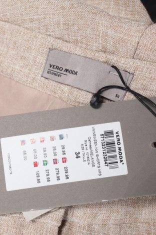 Дамски къс панталон Vero Moda, Размер XS, Цвят Бежов, 70% полиестер, 30% вискоза, Цена 22,26лв.