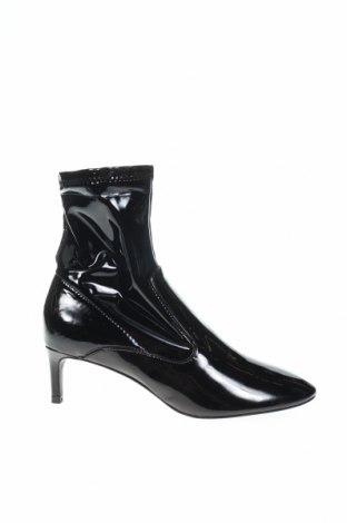 Γυναικεία μποτάκια Zara, Μέγεθος 36, Χρώμα Μαύρο, Δερματίνη, Τιμή 17,52€