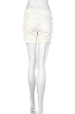 Γυναικείο κοντό παντελόνι Vero Moda, Μέγεθος M, Χρώμα Λευκό, 62% βαμβάκι, 36% πολυεστέρας, 2% ελαστάνη, Τιμή 16,08€