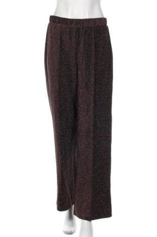 Дамски панталон Pieces, Размер M, Цвят Черен, 69% полиестер, 25% метални нишки, 6% еластан, Цена 13,80лв.